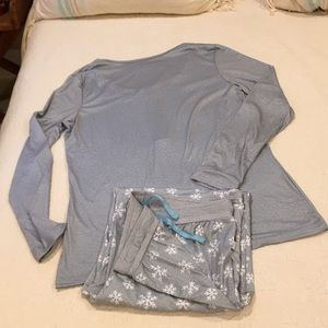 Echo women 's sleepwear snow flake large NWOT